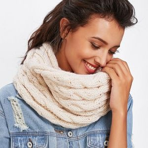 Accessories - 🌿CROCHET INFINITY SCARF!