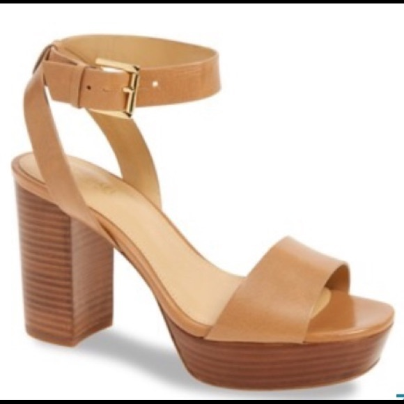 bcc0583254a NWOT Michael Kors Leonora platform sandal. M 5a0a0df12fd0b7e2a7180a64