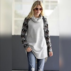 Sweaters - ONLY 1 left super cute!