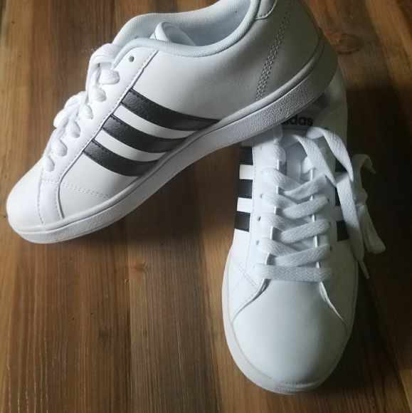 Adidas shoes women  US7
