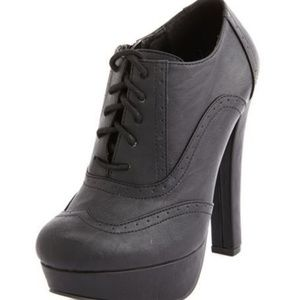 Lace-up Brogue Heel Bootie Size 7