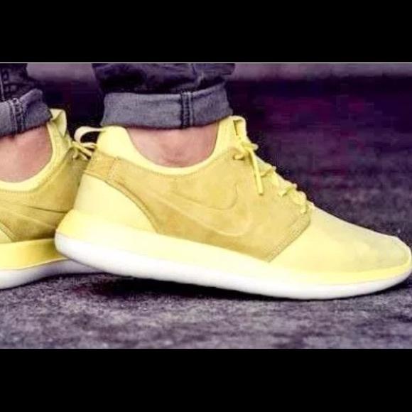 5ad16b826906 Nike Roshe Two Casual BR Lemon Chiffon