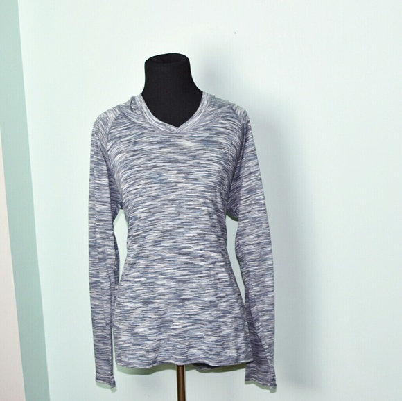 ed6c3a56 Super Cute Grey and White Print Top. M_5a0a3f40f0137dd74818c92e