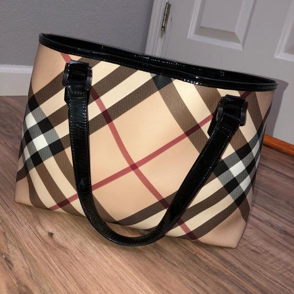 d0ba54357d9 Burberry Handbags - Burberry Nova Check Nickie Tote