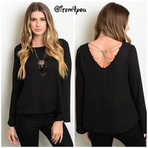 Tops - Host pick🌟🖤Black top 🖤with gold chain detail