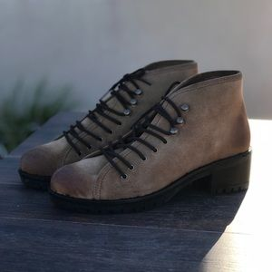 Leather Rugged Sole Hiking Boot