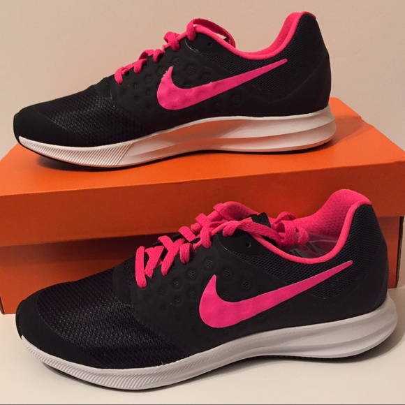 nike hot pink and black running shoes