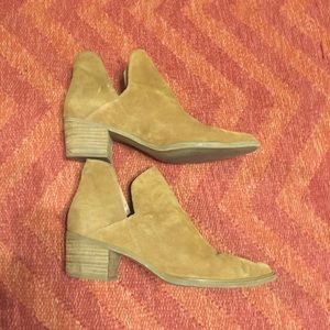 Steven by Steve Madden Dextir tan booties 9.5