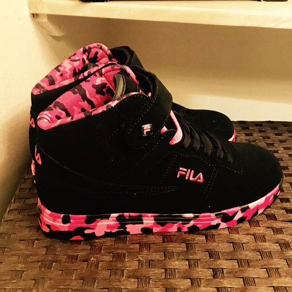 NEW Girls Size 5 Fula High Top Athletic Shoes NWT