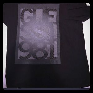 L BLACK AND GRAY GUESS SHORT SLEEVE SHIRT