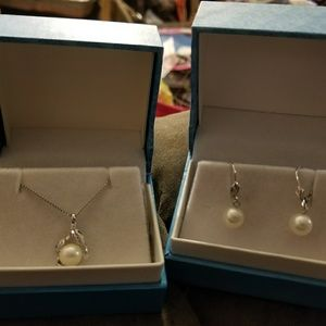 PEARLS NECKLACE AND EARRING SET