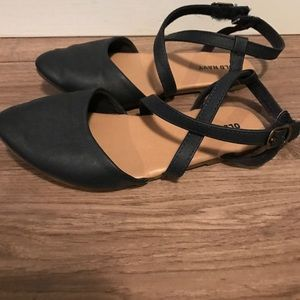 """Old navy girls """"point"""" sandals size 9"""