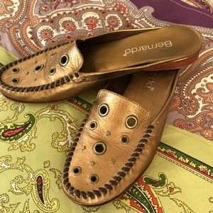 Bernardo Beautiful Bronze leather shoes. 8.5