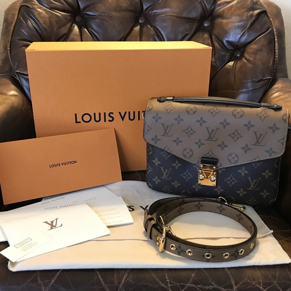 bd69c6b8266a LV Limited Edition Reverse Pochette Metis