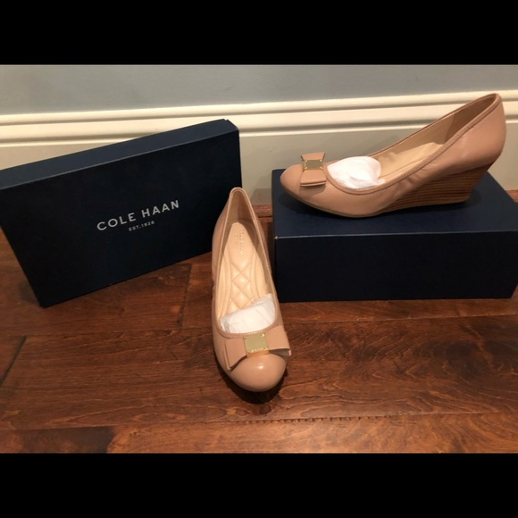 dfd31867b9c Cole Haan Tali Grand Bow Wedge in Maple Sugar