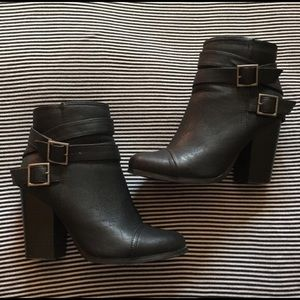 Black ankle bootsEVERYTHING MUST GO 11/30