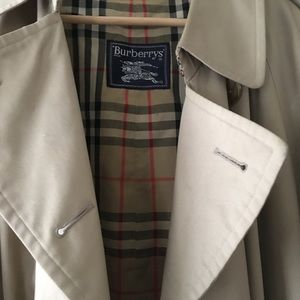 Burberry's Men's Trench Coat size 40