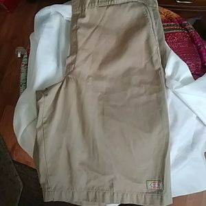 Dickies Kaki shorts