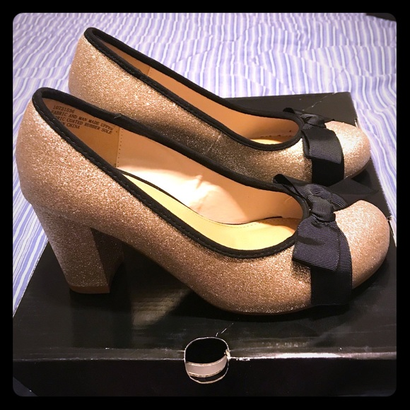 6ed3dc39091 6W heels gold glitter with black bow