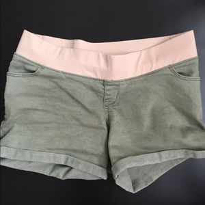 Target maternity shorts size Small