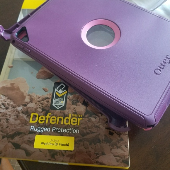 pretty nice 0a361 b4cb7 Otterbox Defender Case for iPad 9.7
