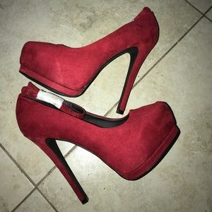 "Red Heel with 1"" platform"