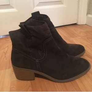 Shoes - Adorable black booties