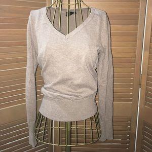 🆕 H&M tan basic v-neck sweater