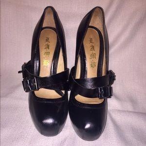 L.A.M.B. Finsbury Heels in Black size 8.5