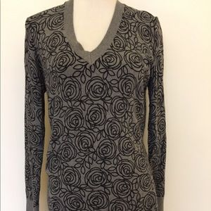 Gap black gray rose outline v neck Knit top