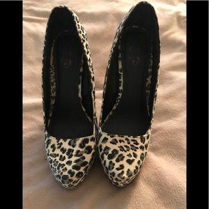 Adorable Torrid white cheetah print heels