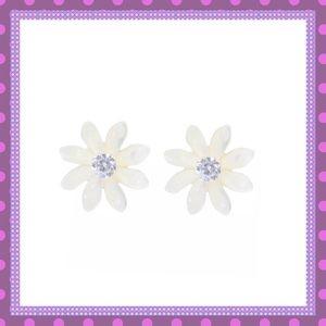 🌼Shell Flowers W/CZ Center Pierced Earrings🌼