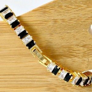17.50ctw 14k YGF Black/White Sapphire Bracelet