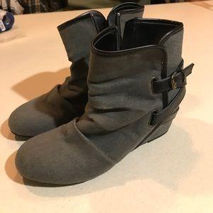 Mudd booties size 8.5