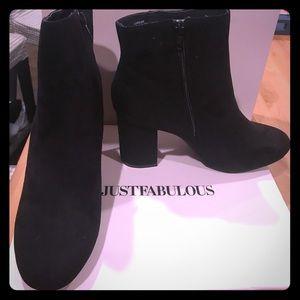 Super FAB Black faux sued booties 👢