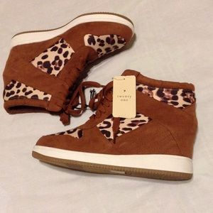 Wedge sneakers tan and leopard