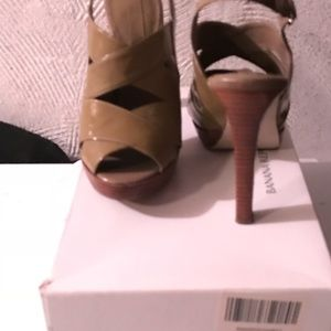 Sandal 3 1/2 to 4 inch heel. Clay color