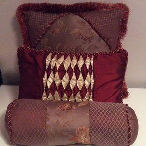 3pc San Marino estates beautiful decor pillows