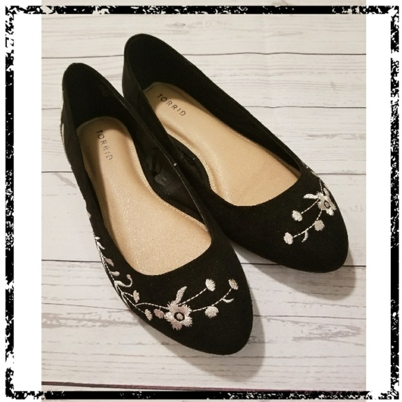 Torrid Black Flats With Cream Colored