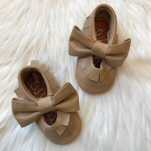 Other - Tan Leather Red Bottom Fringe Bow Baby Moccasins