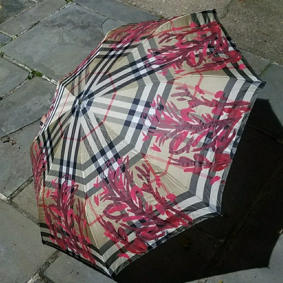 2dce8ee4459 Burberry Printed Check Trafalgar Folding Umbrella