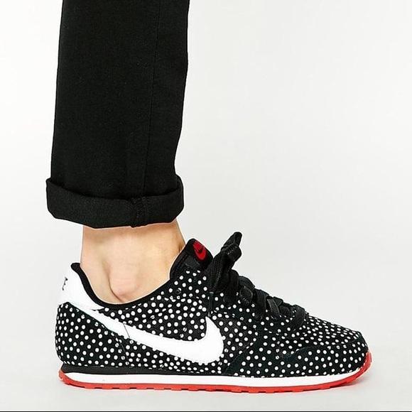 Nike polkadot genicco with red sole