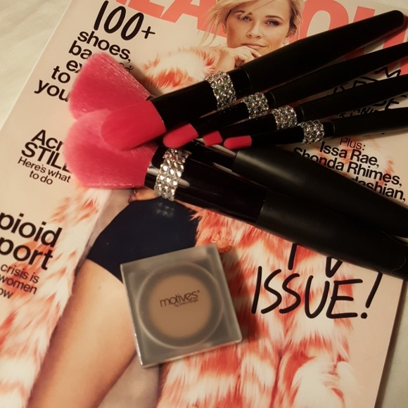Motives Other - Motives by Loren Ridinger and Lala eye shadow .