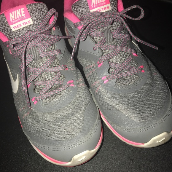 356389075722 Nike Flex TRS grey pink training shoes. M 5a0bb9fe6a58305e1d025393