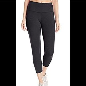 Functional and stylish NWT Prana capris! 💜