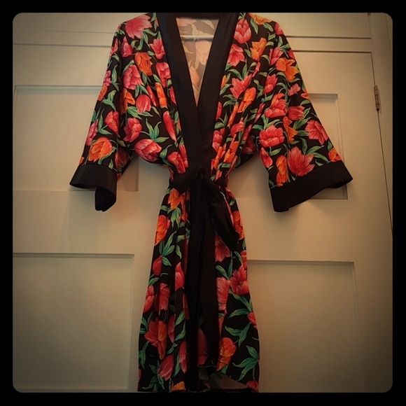 4a5548e970 Kimono Wrap Style Short Robe Floral. M 5a0bc78f99086a3a0f02963f