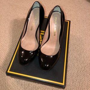 Pour La Victoire black patten leather platforms