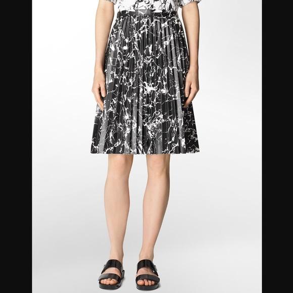 Flowered Marble Flared Skirt