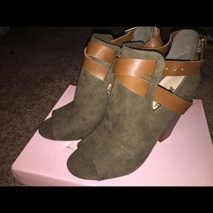 Just Fab Deneen Bootie- Size 8-Color- Olive