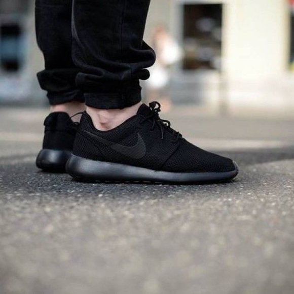 91c101908393 Nike Roshe One -Mens Shoes Black Black Size 9. M 5a0c41426802785d0d037237